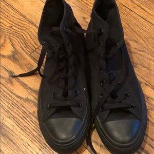 Converse tennis shoe size 8 woman's 6 men's